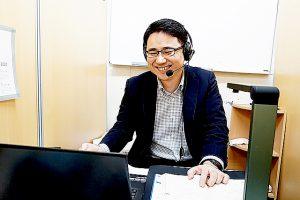 オンラインで生徒対応する講師